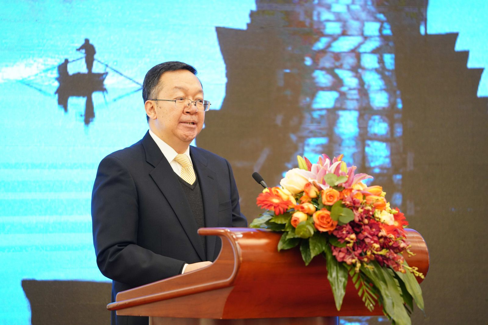 Tian Xuejun, Vice Minister of Education and FUSC President, gave a speech in the press conference